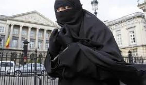 Le port du voile int gral islamique fera l 39 objet d 39 une loi - Loi interdisant le port du voile en france ...