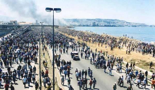 Des manifestants kabyles à Alger le 14 juin 2001.