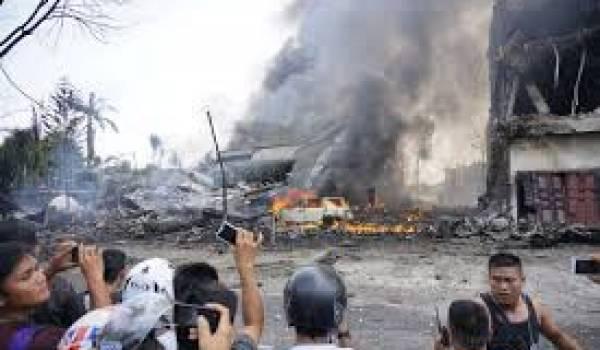 Les 113 occupants, dont les 12 membres de l'équipage ont péri.
