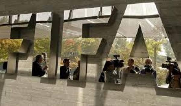 La FIFA éclaboussé dans des affaires de pot-de-vins.