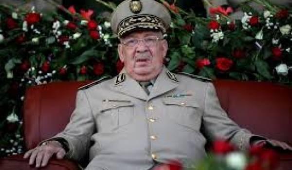 Gaid Salah, vice-ministre de la Défense et patron de l'Etat-Major, met les pieds dans la politique.