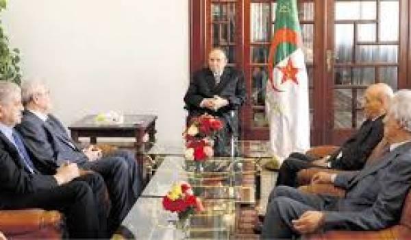 Bouteflika recevant ses plus proches hommes de pouvoir.
