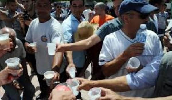 Le mois de ramadhan de 2014, des non-jeûneurs ont été agressés par des islamistes à Tizi-Ouzou.