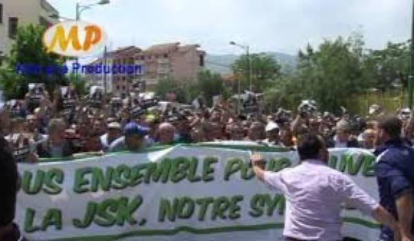 Des milliers de supporteurs de la JSK ont manifesté pour exiger le départ de Moh Cherif Hannachi.