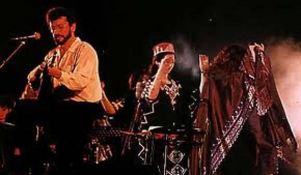 Matoub Lounès, dans un de ses nombreux concerts