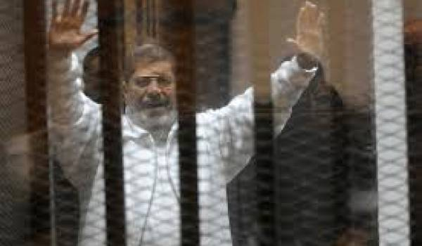 L'ex-président égyptien Mohamed Morsi condamné à mort.