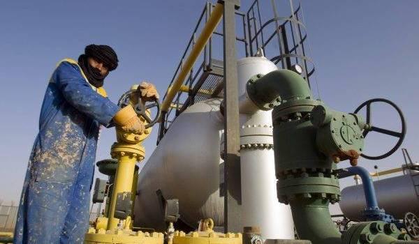 Le pétrole recule sur les marchés.