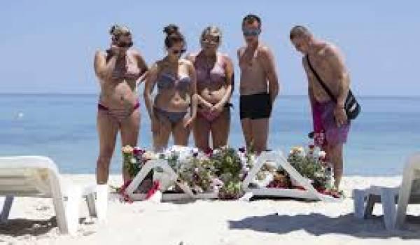 Anonymes et autorités ont déposé des gerbes de fleurs sur le lieu de l'attentat.