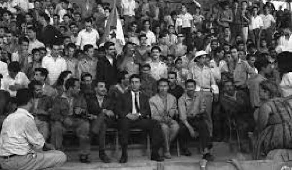 La caste militaro-civile a usurpé l'indépendance du peuple algérien.