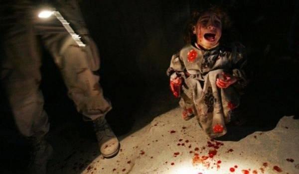 Depuis les guerres de Bush en Irak et en Afghanistan, la terreur a redoublé de férocité. Ici une petite Irakienne terrorisée après la mort de ses parents.
