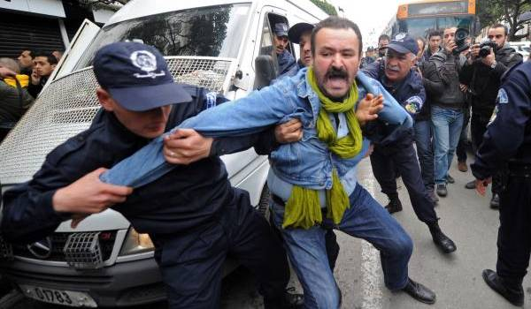 Répression violente pendant la mascarade présidentielle qui a permis à Bouteflika d'obtenir un 4e mandat sans qu'il ne prononce un discours.