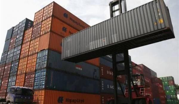 Le déficit de la balance commerciale se creuse sans réaction du gouvernement.