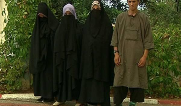 Boutaoui Bouzid et les femmes qui l'accompagnaient.