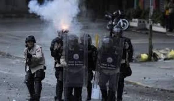 Le Venezuela secoué par des violences et pillages