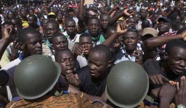 La société civile mobilisée contre les putschistes.