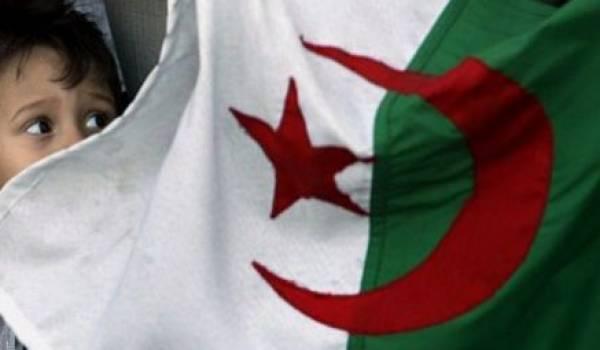 Le regard de l'enfant cultive la sacralité du drapeau pour lequel les meilleurs filles et fils de l'Algérie ont donné leur vie.