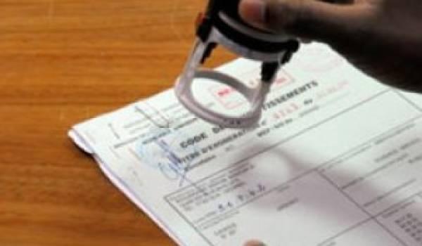 Le prévenu est un as de la falsification de  documents.