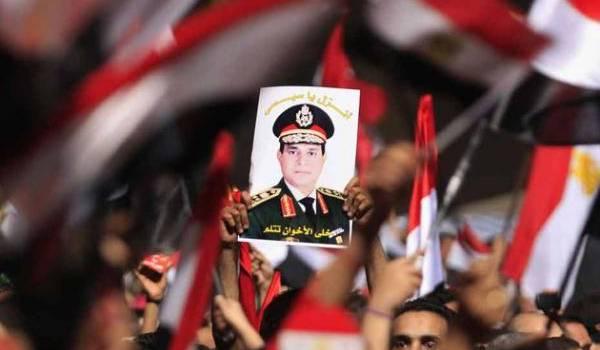 Le portrait du maréchal-président porté par la foule.