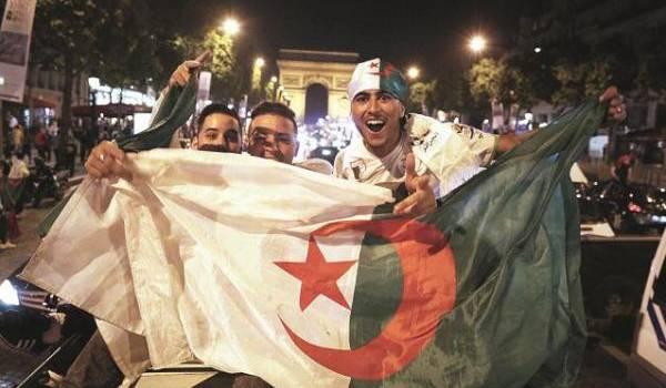 Tous ces Algériens qui brandissent les drapeaux algériens...