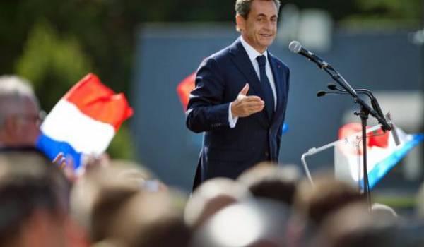 Nicolas Sarkozy joue avec le feu et veut concurrencer le FN sur l'immigration.
