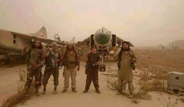 Les jihadistes du Front Al Nosra ont pris le contrôle de la base d'Abu Dhuhur à Idlib.