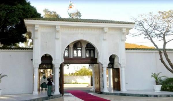 Qu'est-ce qui se prépare derrière ces murs ? s'interrogent les Algériens.