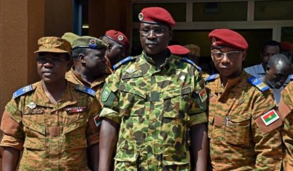 Le lieutenant-colonel Isaac Zida devenu premier ministre libéré par les putschistes