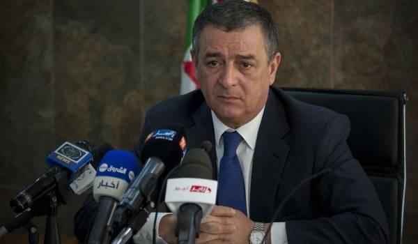 Abdesselam Bouchouareb, ministre de l'Industrie, enfume la scène algérienne avec ses déclarations rassurantes.