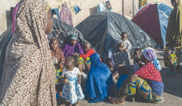 Des milliers de réfugiés sub-sahariens vivent dans des conditions indignes en Algérie.