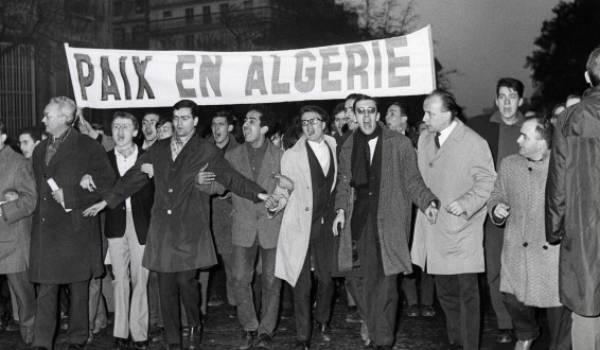 Plusieurs milliers d'Algériens ont été réprimés et arrêtés en octobre 1961.