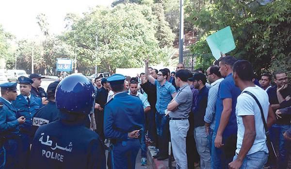 Le sit in des journalistes d'El Watan TV à Alger a été réprimé par la presse.