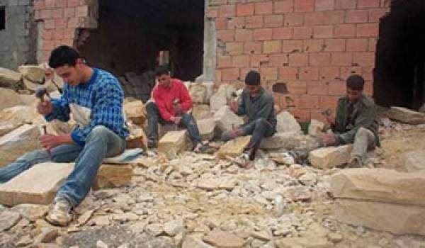 Les taillers de pierre de T'kout, victimes potentielles de la silicose