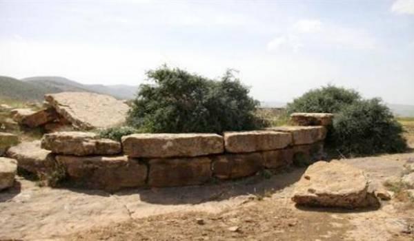 Chouchet ( tombeau circulaire ) d'ichouqan