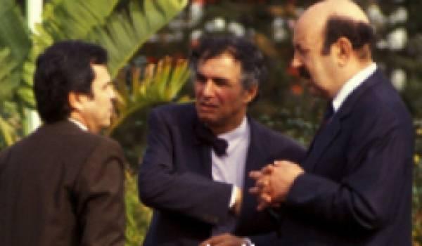Le général Toufik (de dos) avec Sid Ahmed Ghozali et le général Belkheir. Photo prise au début des années 90