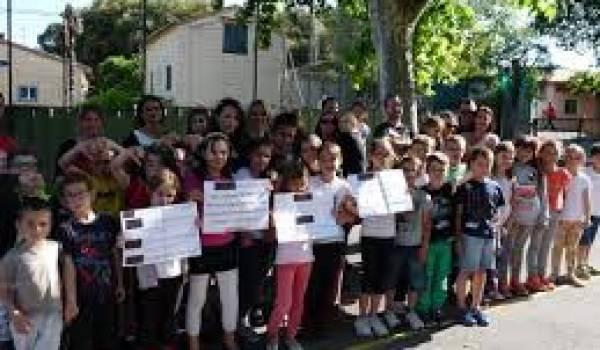 Lycéens et collégiens protestent contre l'absence d'établissements scolaires dans leur localité.