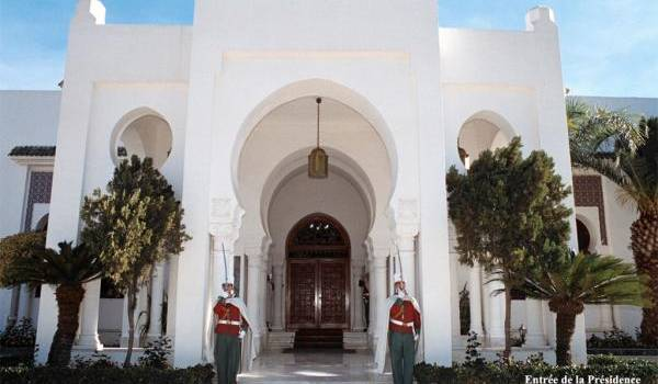 La présidence, un palais désespérément vide de son locataire.
