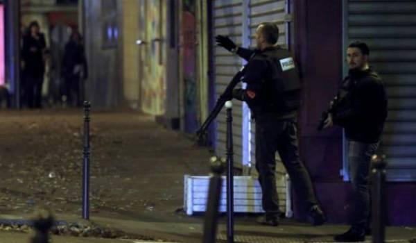 Paris endeuillé par les terroristes de Daech.