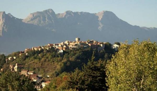Le village de Taourirt Menguellet est l'un des plus importants de la Kabylie.