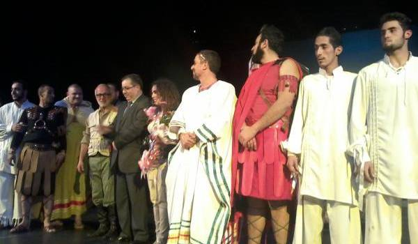 Les comédiens sur scène.