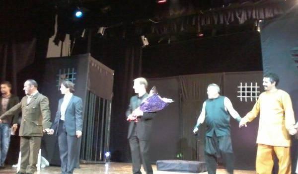 la troupe du théâtre national sur les tréteaux à Batna.