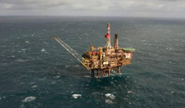 Le baril de Brent de la mer du Nord poursuit sa chute.