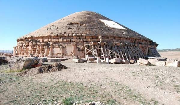 Le fameux mausolée d'Imadghacen