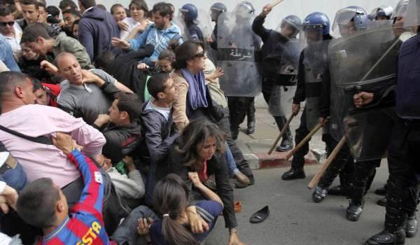 Malgré la levée de l'état d'urgence, toutes les manifestations sont interdites par les autorités.