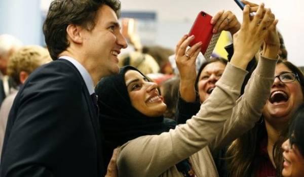 Justin Trudeau, le premier ministre canadien qui se fait photographier avec une réfugiée.