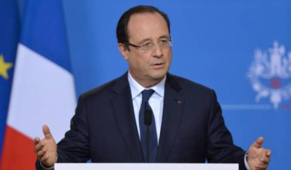 François Hollande  veut maintenir la déchéance de la nationalité.
