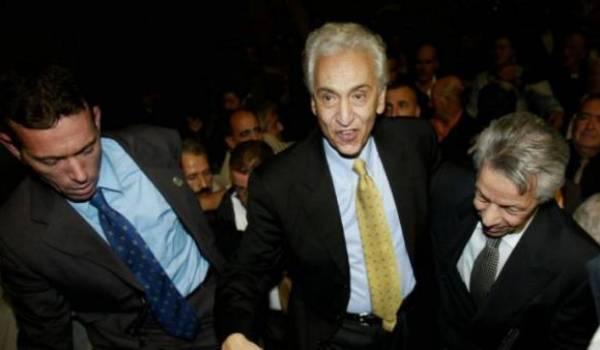 Hocine Aït Ahmed accompagné de Mouloud Hamrouche