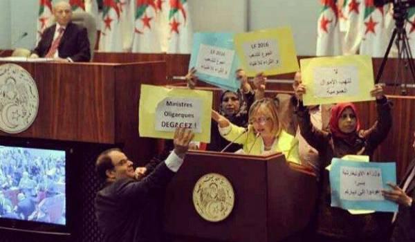 Des députés qui manifestent à l'APN. Photo de la semaine dernière.