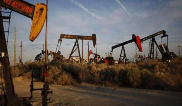 Le pétrole finit l'année en baisse.