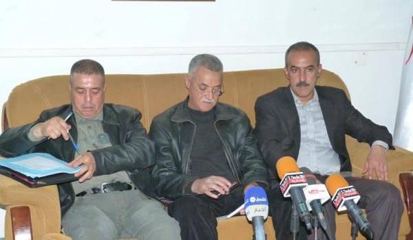 Souhali Salim, commissaire du festival, au milieu