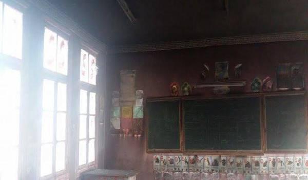 L'école incendiée.